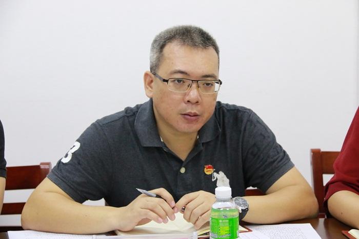团省委学校部冯翔部长在提问(海职青年记者团_黎加奎_摄影).JPG