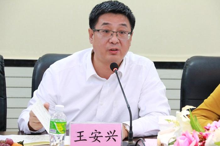 王安兴校长出席恳谈会并发表讲话(海职青年记者团许家波摄影).JPG